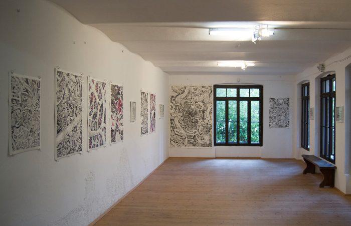 Exhibition View | Gebete und Sitzbilder, 2017 | Kraigherhaus, Feistritz im Rosental