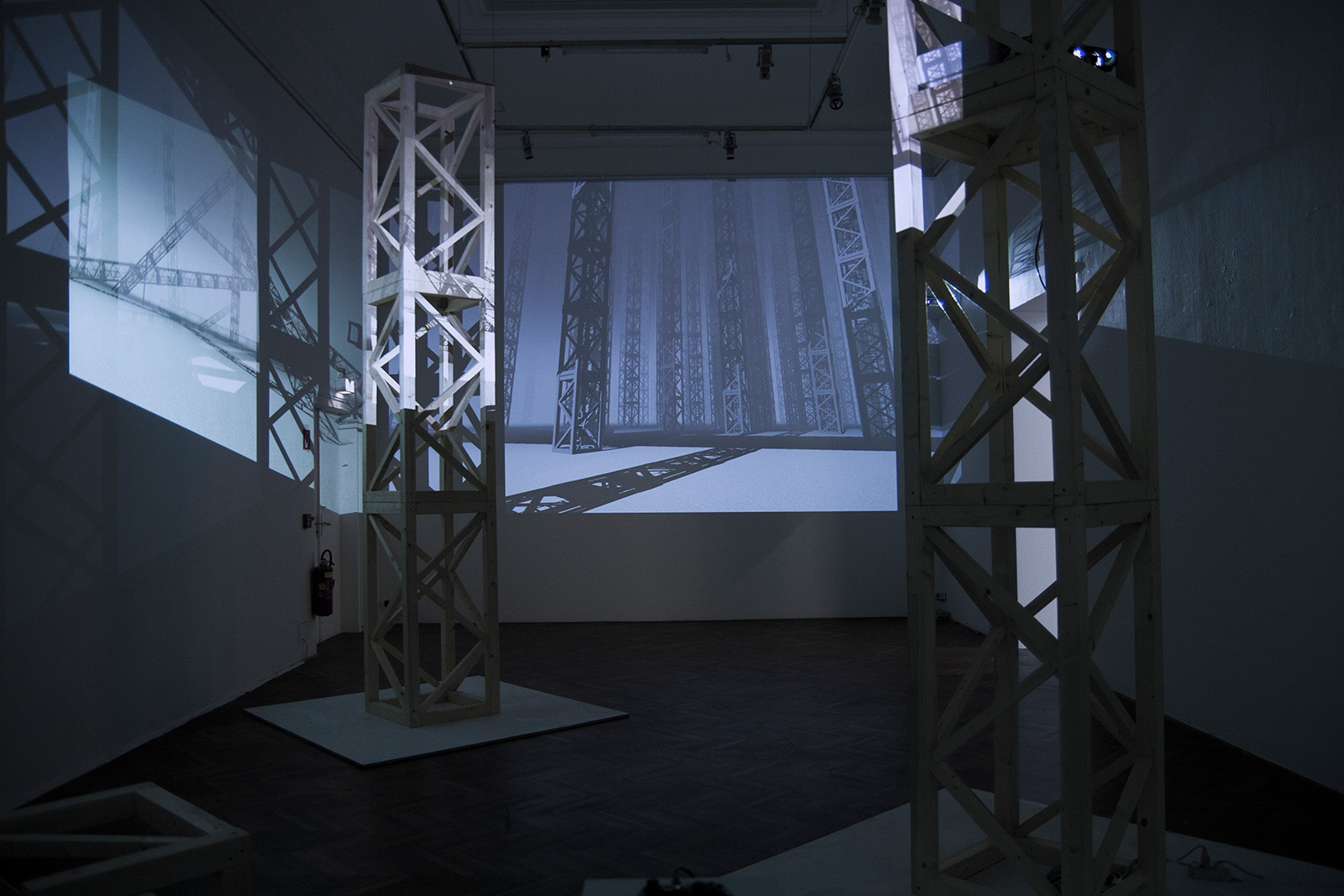 Installation View / Wood scultures and video projections